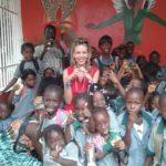 Patrícia Brighenti com alunos