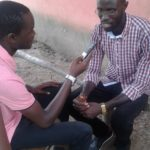 Mustafá Indjai dá entrevista à rádio
